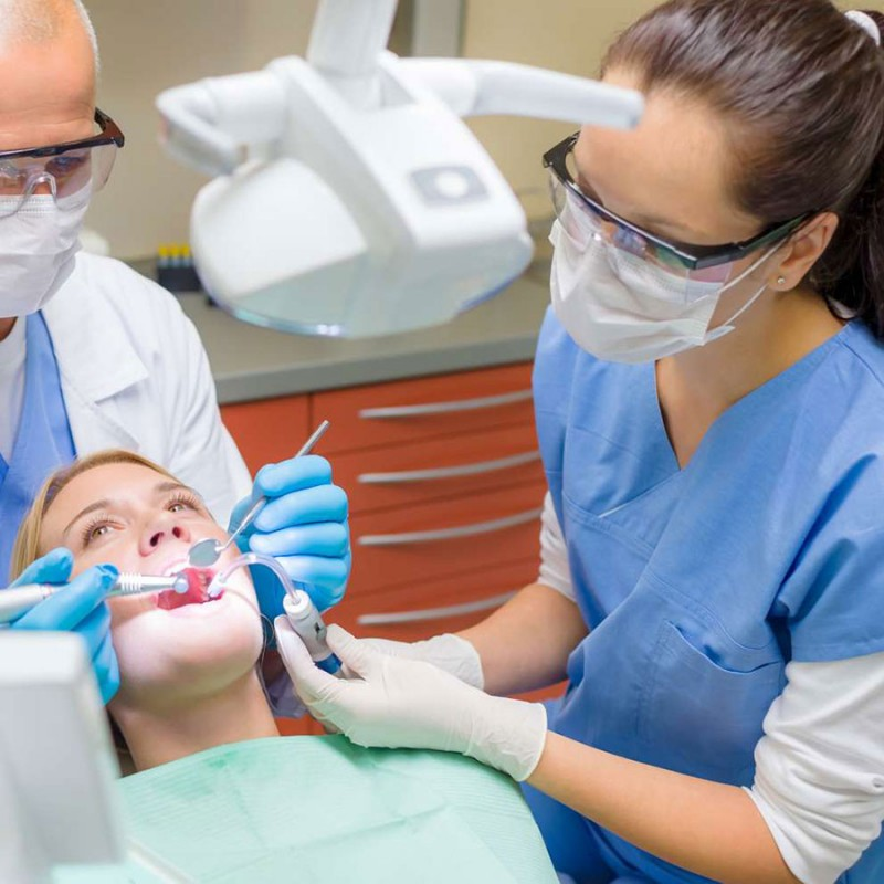 بررسی شغل دستیار دندانپزشک