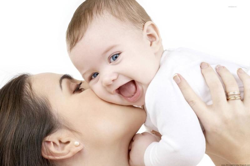 طول مرخصیهای زایمان با حقوق برای مادران بیشتر شود